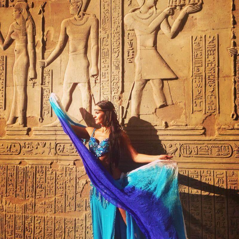 Danza árabe e hindú para curar la guerra en Colombia