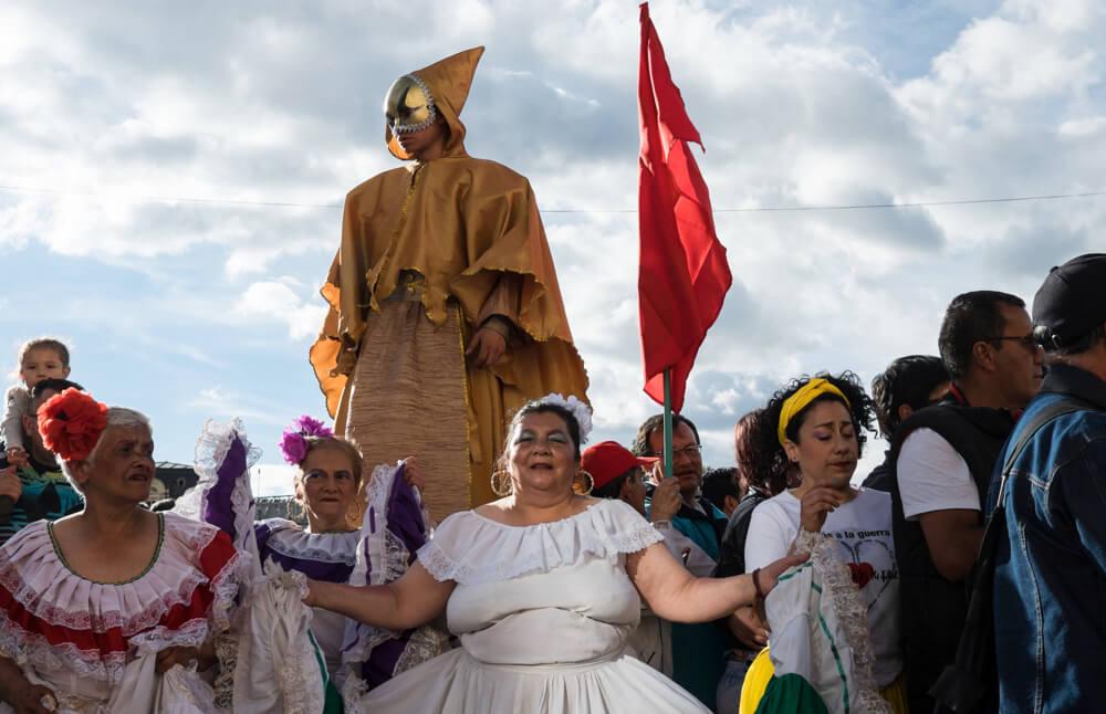 En imágenes: los rostros que recibieron la firma de la paz en la Plaza de Bolívar