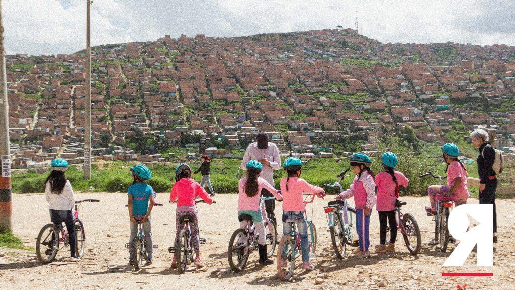 Niñas en bicicleta: así luchan las mujeres de Soacha por la igualdad de género