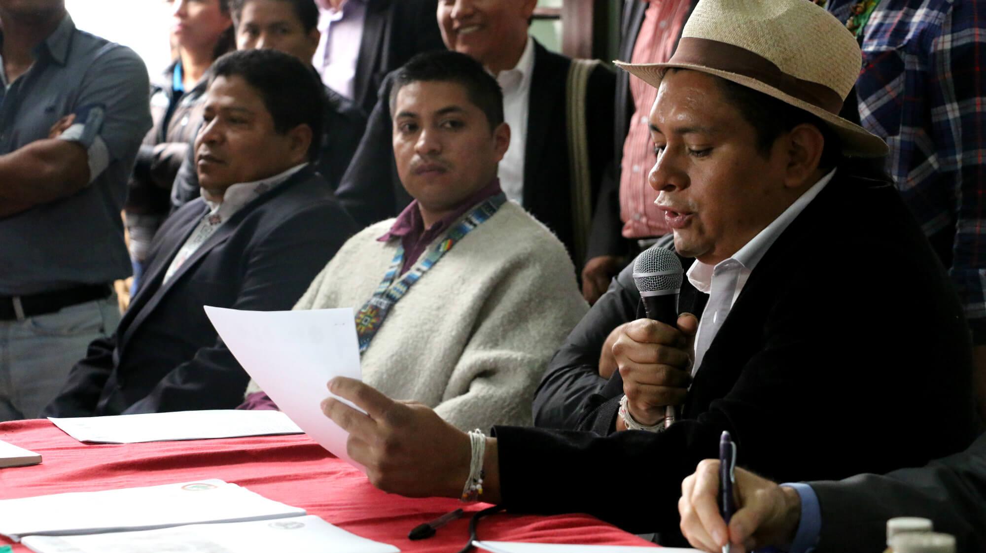 ¿Quién les está violando los derechos a los indígenas?