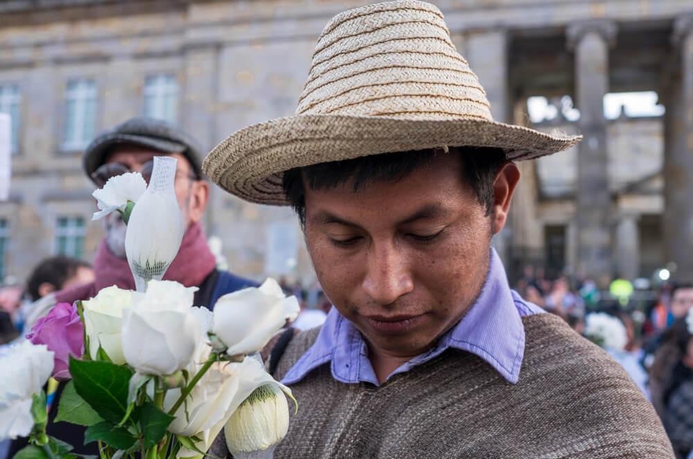 En imágenes: Los bogotanos volvieron a llenar la Plaza de Bolívar para abrazar a quienes sufren la guerra