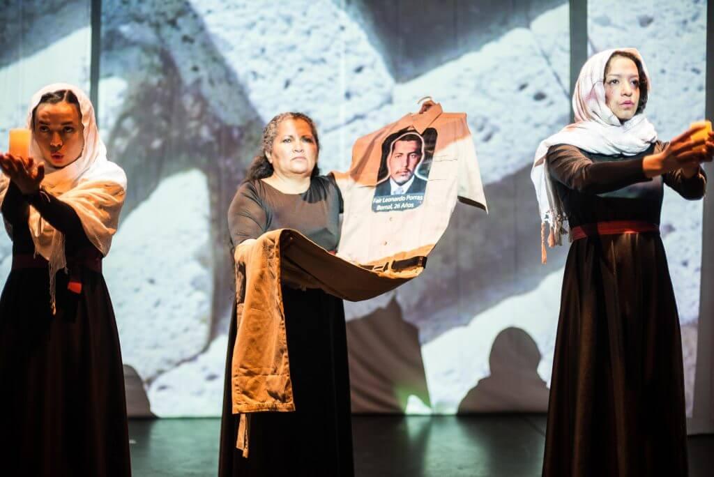 Nueve víctimas, nueve objetos que cuentan la guerra en el teatro