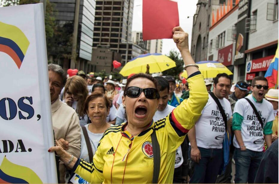 En imágenes: Así se vivió la marcha del uribismo contra Santos