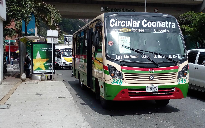 Huevos, ropa y buses: la extorsión en Medellín vista desde tres objetos de la vida diaria