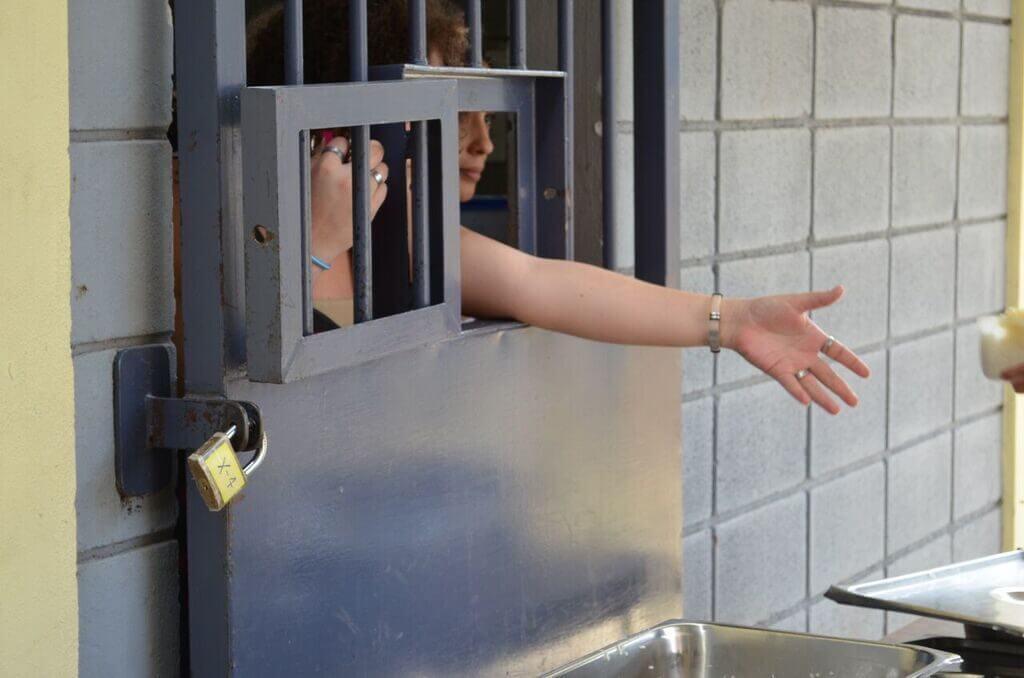 Yoga en la cárcel: la espera de las mujeres de las Farc