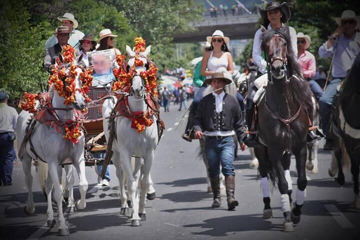 El estigma traqueto de las cabalgatas en Medellín