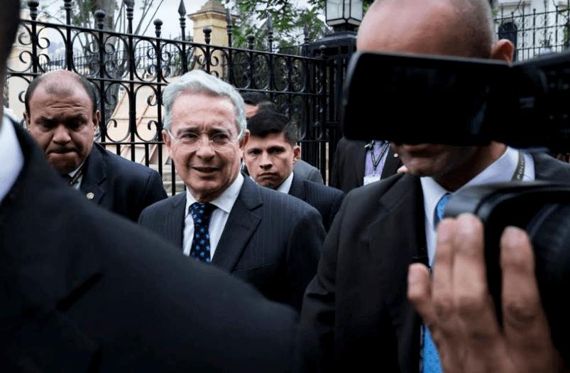 Esta es la historia del caso que hoy tiene a Uribe contra las cuerdas