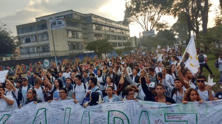Bitácora de la incertidumbre: día 3, los jóvenes salen a la calle