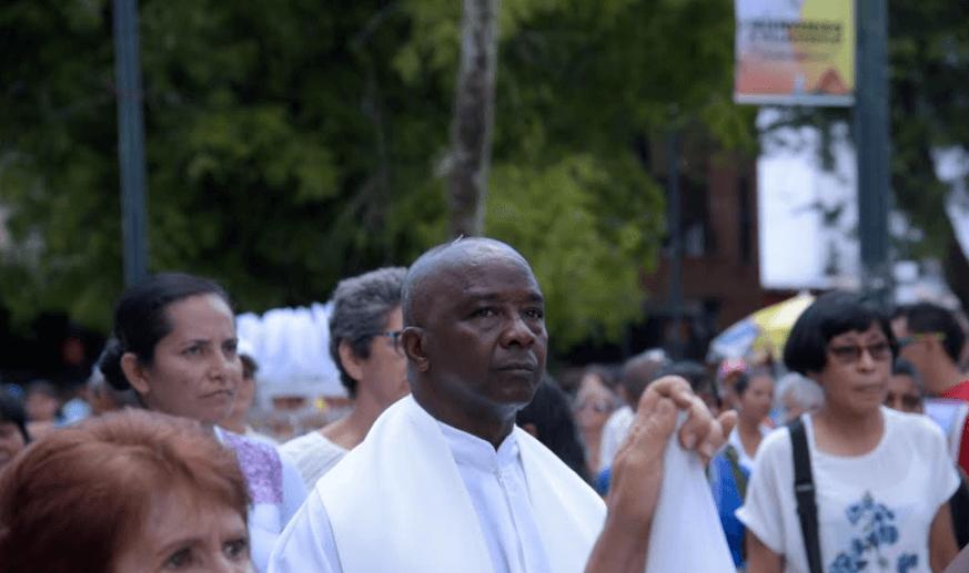 El párroco de Bojayá quiere que el papa espante el miedo