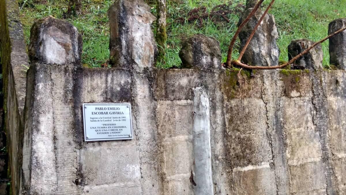 Las Frases Que Exorcizan La Antigua Cárcel De Pablo Escobar