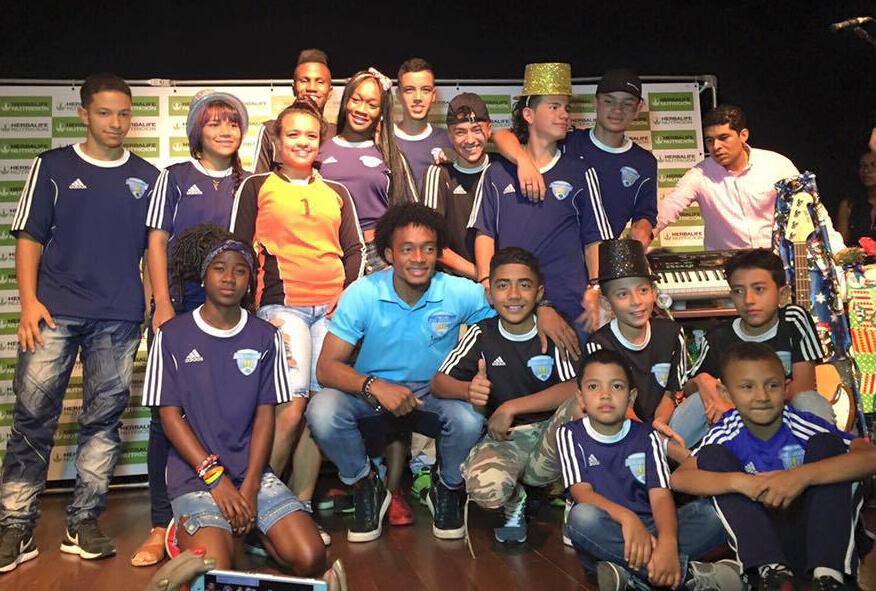 Cuadrado le apuesta a paz por medio del fútbol