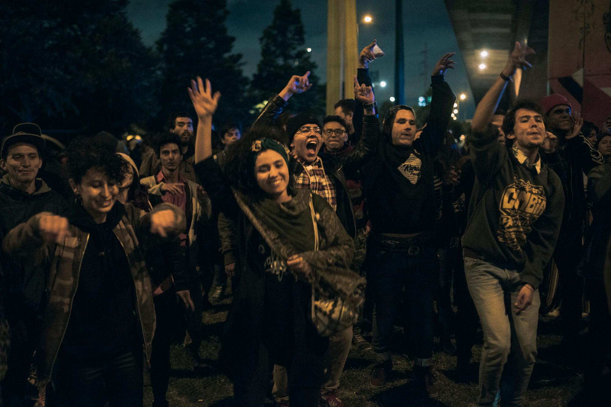 ¡Divergentes a la calle!: Así fue nuestra primera manifestación (debajo de un puente)