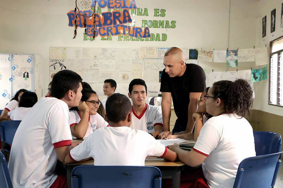 Edwin Rendón, un profesor convencido de que la paz se construye con poesía