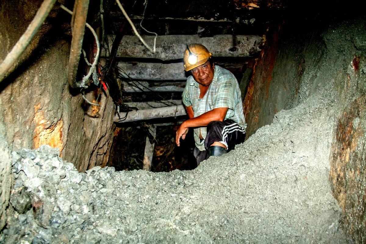 Investigación: Magnates del oro contra pequeños mineros