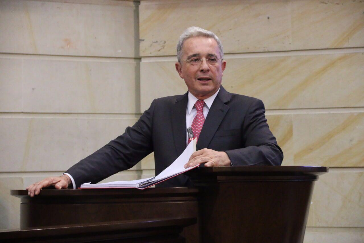 Caso por soborno contra Uribe podría ser clave en el rompecabezas del conflicto
