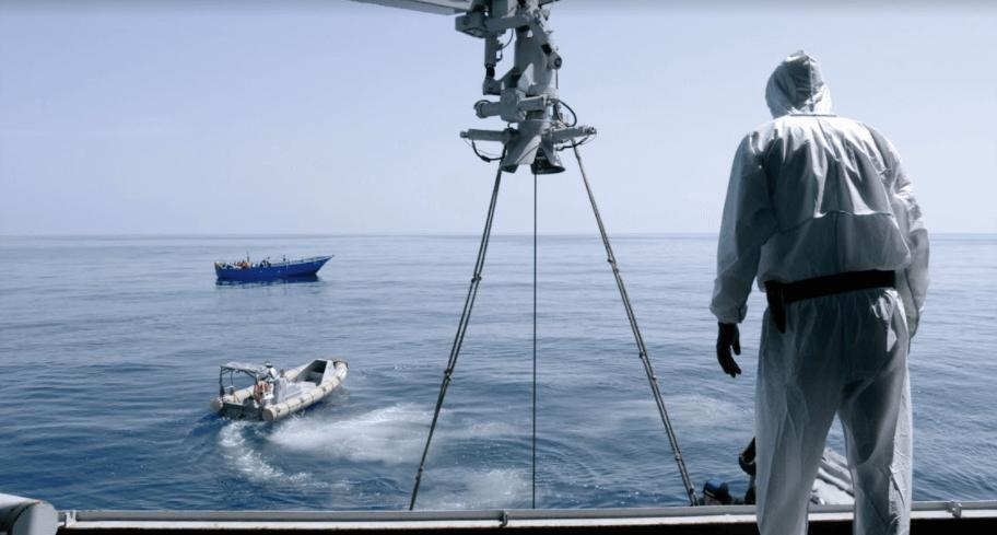 'Fuego en el mar' le da rostro a los africanos que cruzan el mar para entrar a Europa