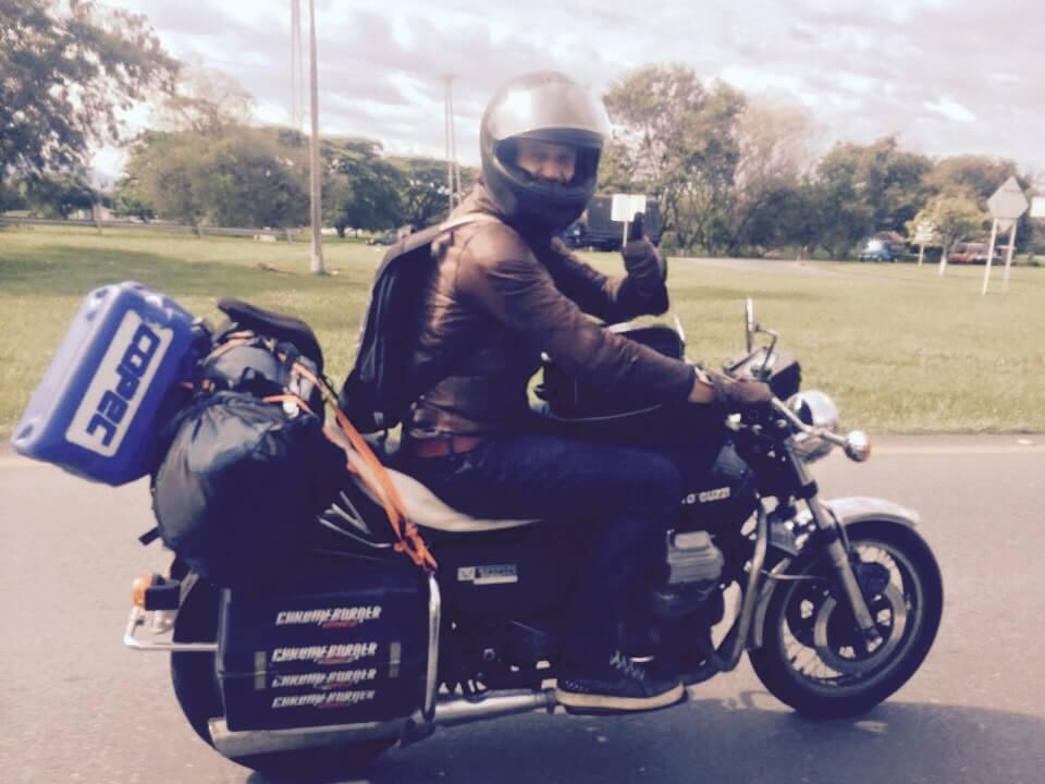 Seis meses en moto conectando pacifistas por América
