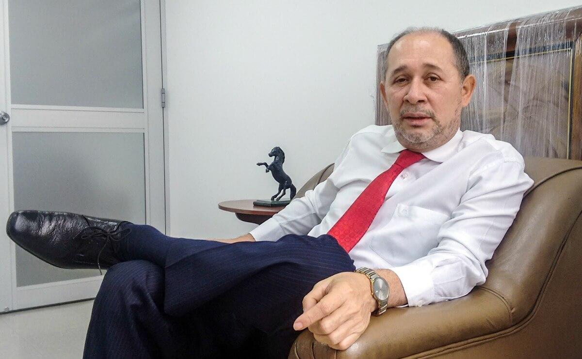 Hablamos de la JEP con el magistrado que ha pedido investigar al expresidente Uribe
