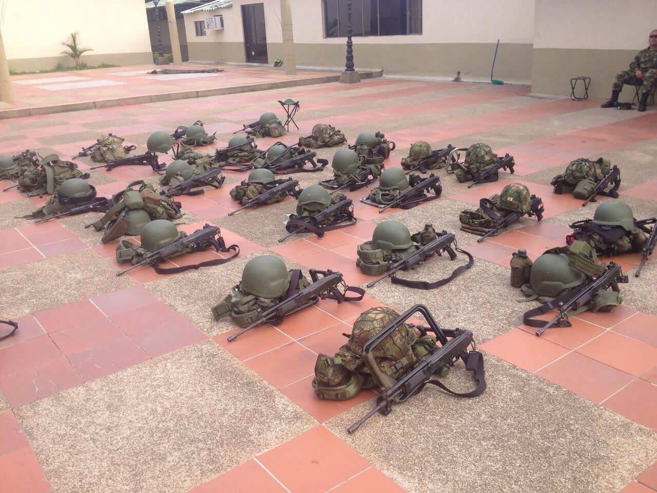¿Por qué el Ejército le enseña a disparar a un periodista?