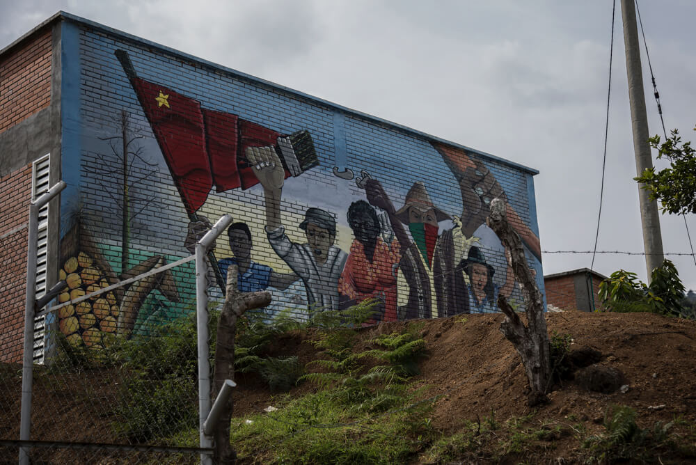 """""""Que esta vez sí sea"""": los nasa construyen sobre lo que dejó la guerra en el Cauca"""