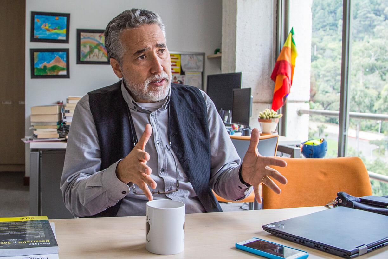 El economista que quiere que la paz también se haga con la naturaleza