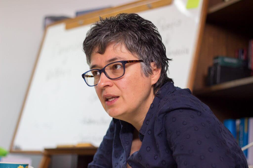 """""""Las feministas tenemos el papel de abrirles los ojos a las mujeres"""": Marcela Sánchez"""