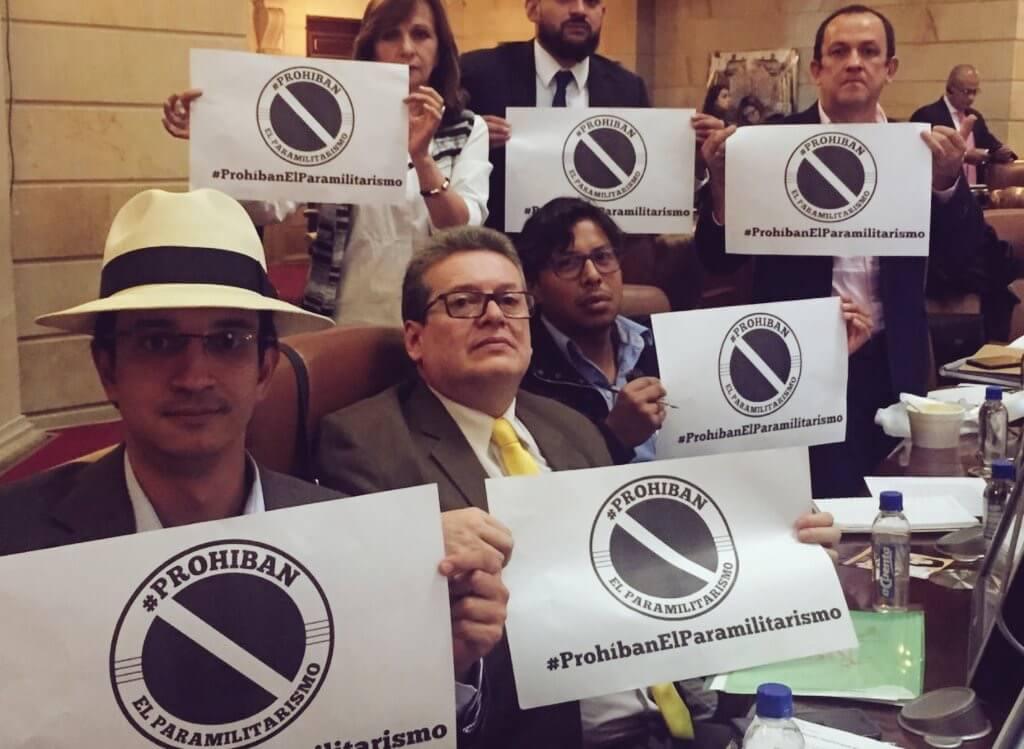 Hay presión en el Congreso para prohibir el paramilitarismo en el país