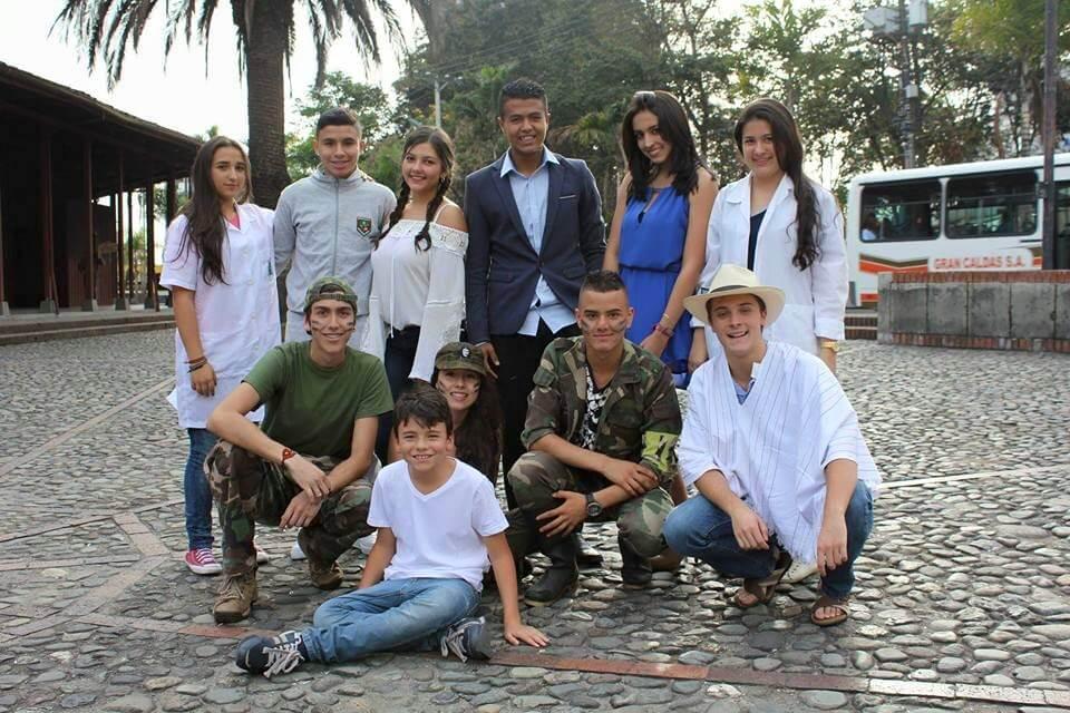 Los 20 'pelaos' que se tomaron Manizales para hacer pedagogía de paz