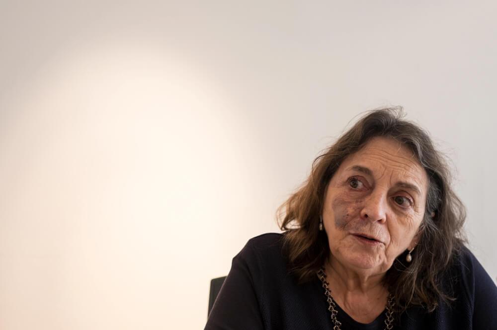 'Si los medios no ayudan, ni las víctimas ni los victimarios podrán cambiar': Elizabeth Lira
