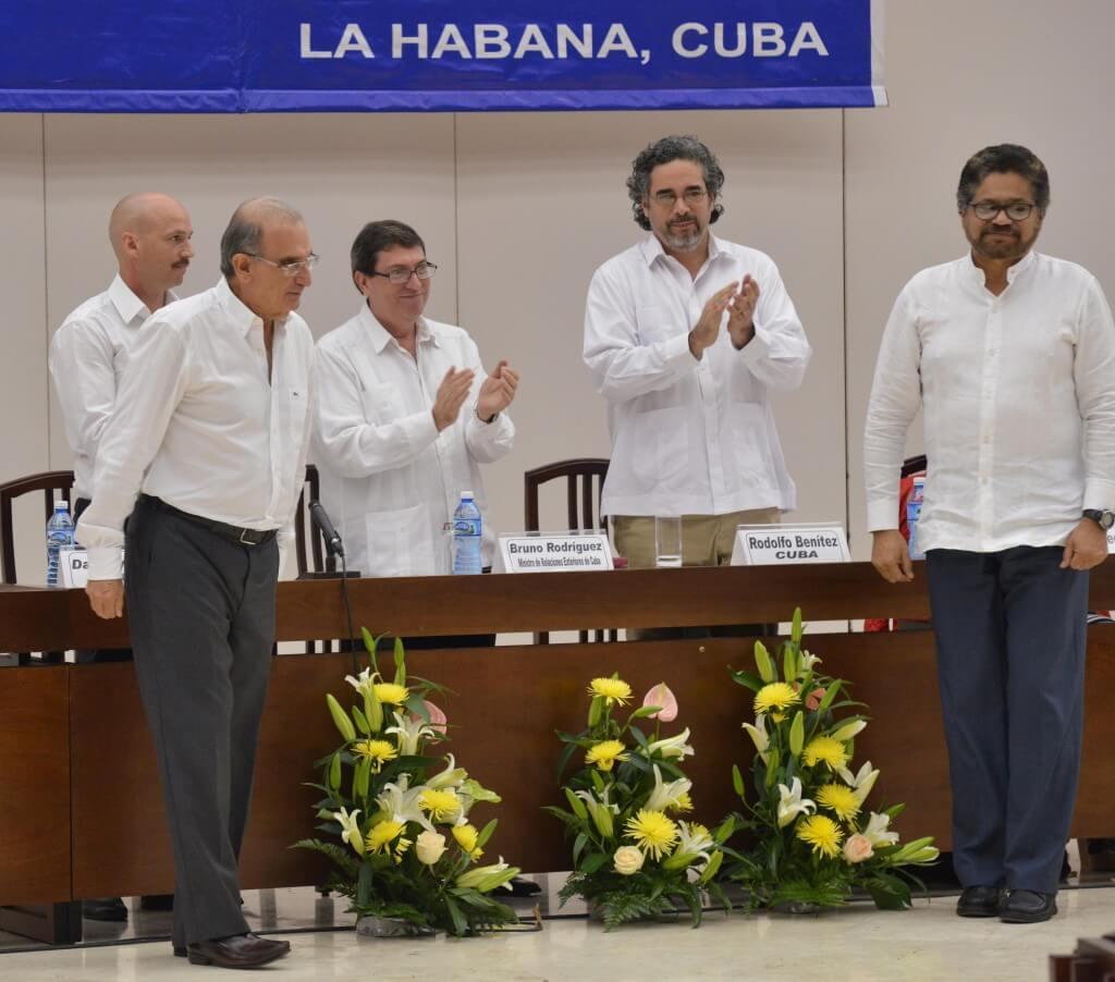 """""""Si ustedes fallan, no lo harán con nosotros, lo harán con la historia de Colombia"""""""
