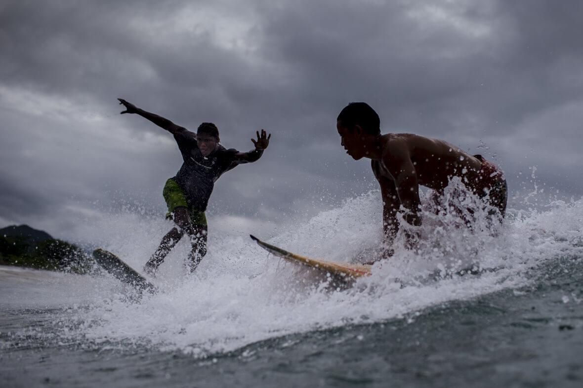 Los surfistas de Nuquí