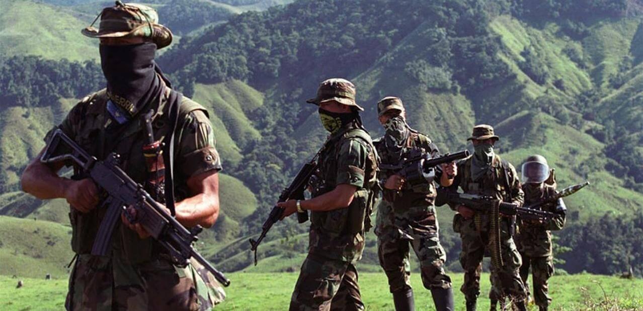 ¿Quiénes se unieron a los grupos paramilitares y por qué?