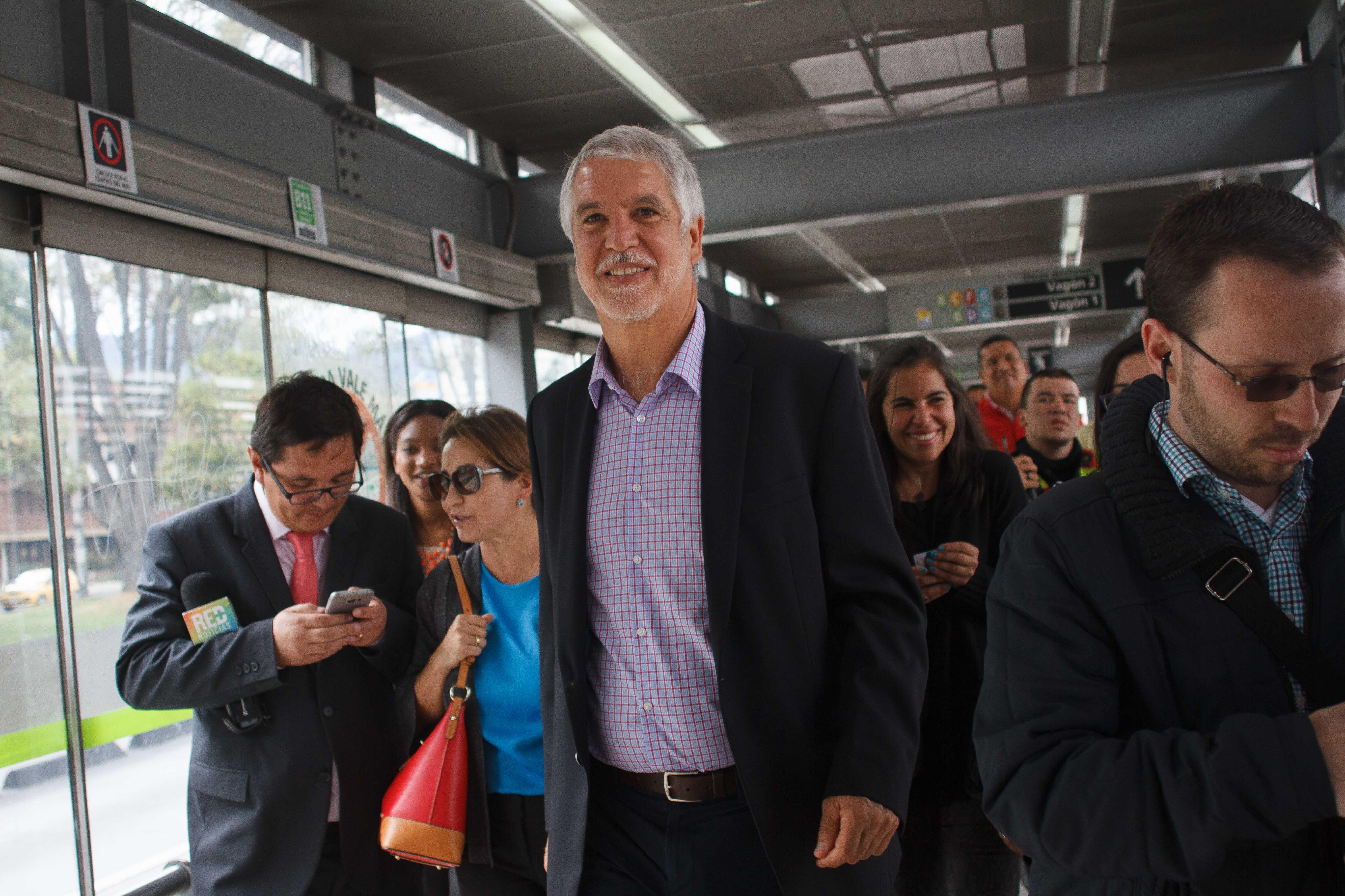 Enrique Peñalosa y Bogotá: la Alcaldía que compra buenas noticias