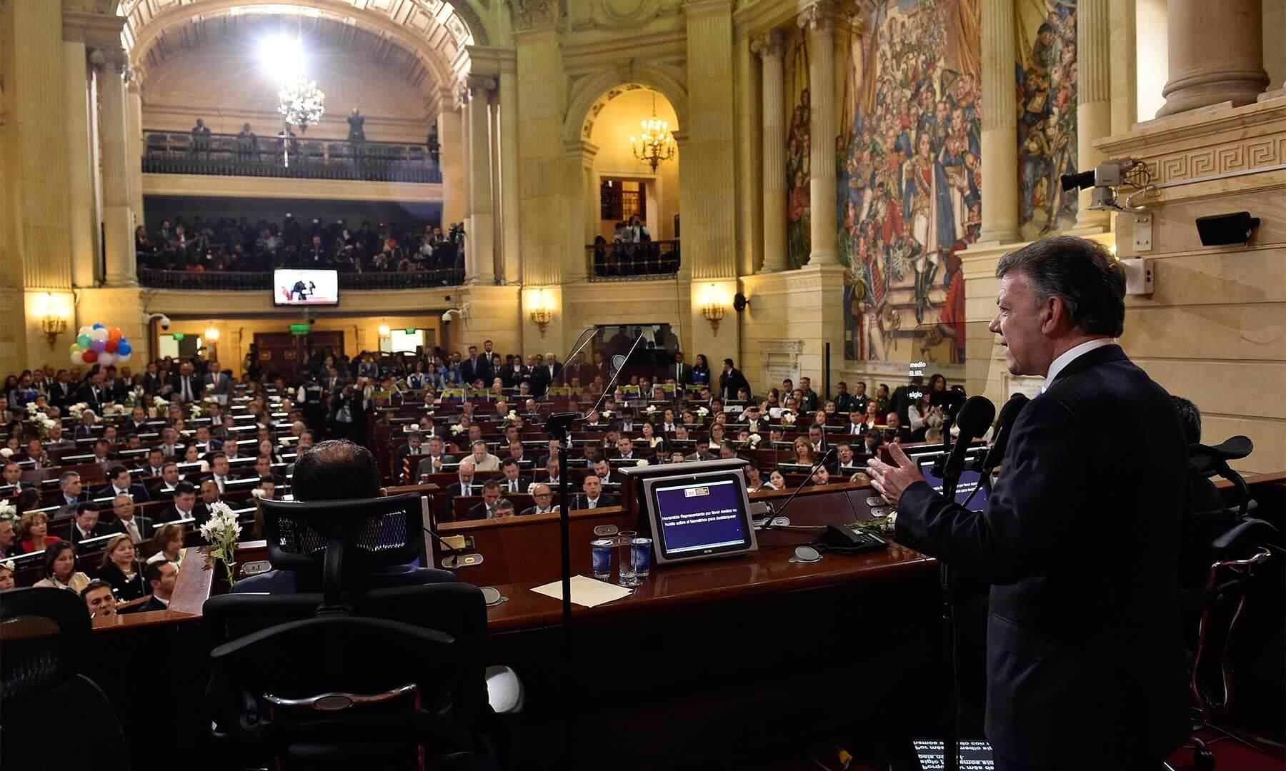 """""""La paz es demasiado grande para tener dueño"""": Santos abrió la campaña del Sí en el Congreso"""