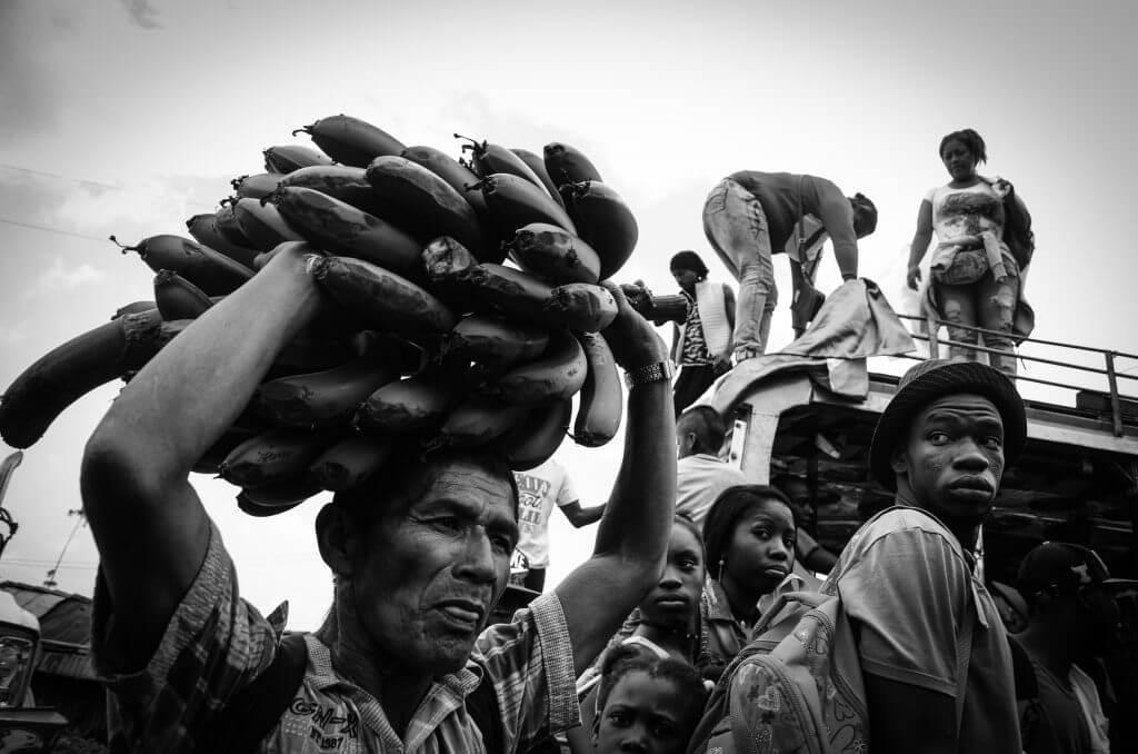 Campesinos, guerrilleros y víctimas: imágenes de esperanza en una Vigilia por la Paz