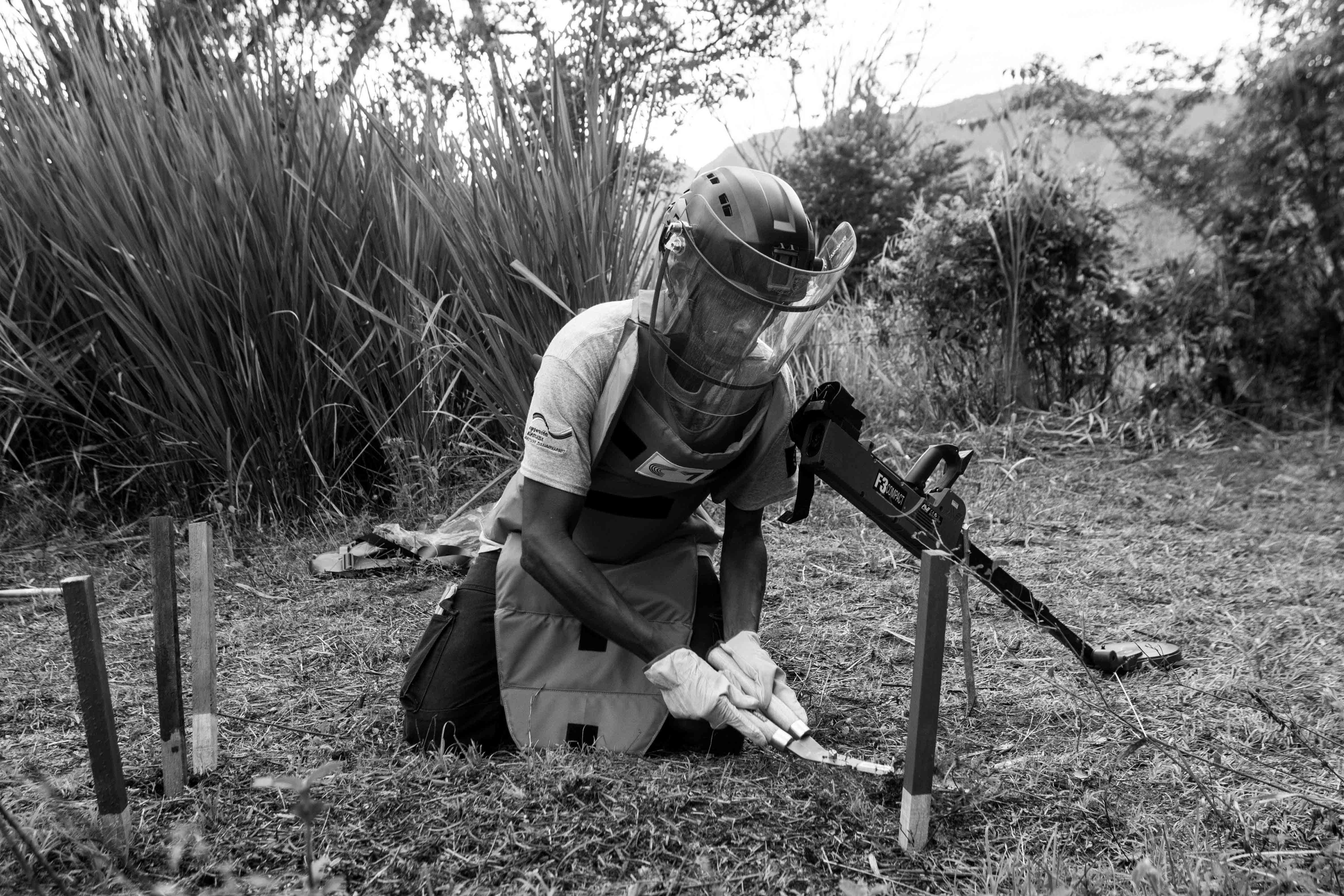 En imágenes: así se preparan los civiles que desactivan minas en Colombia