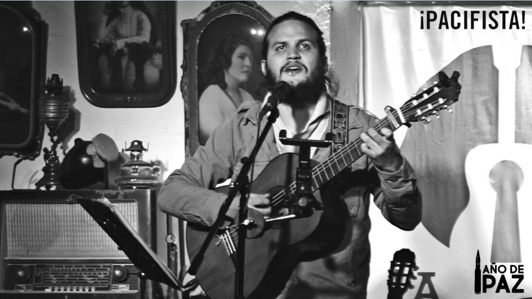 El hombre que recorrió ocho países cantando por la paz de Colombia