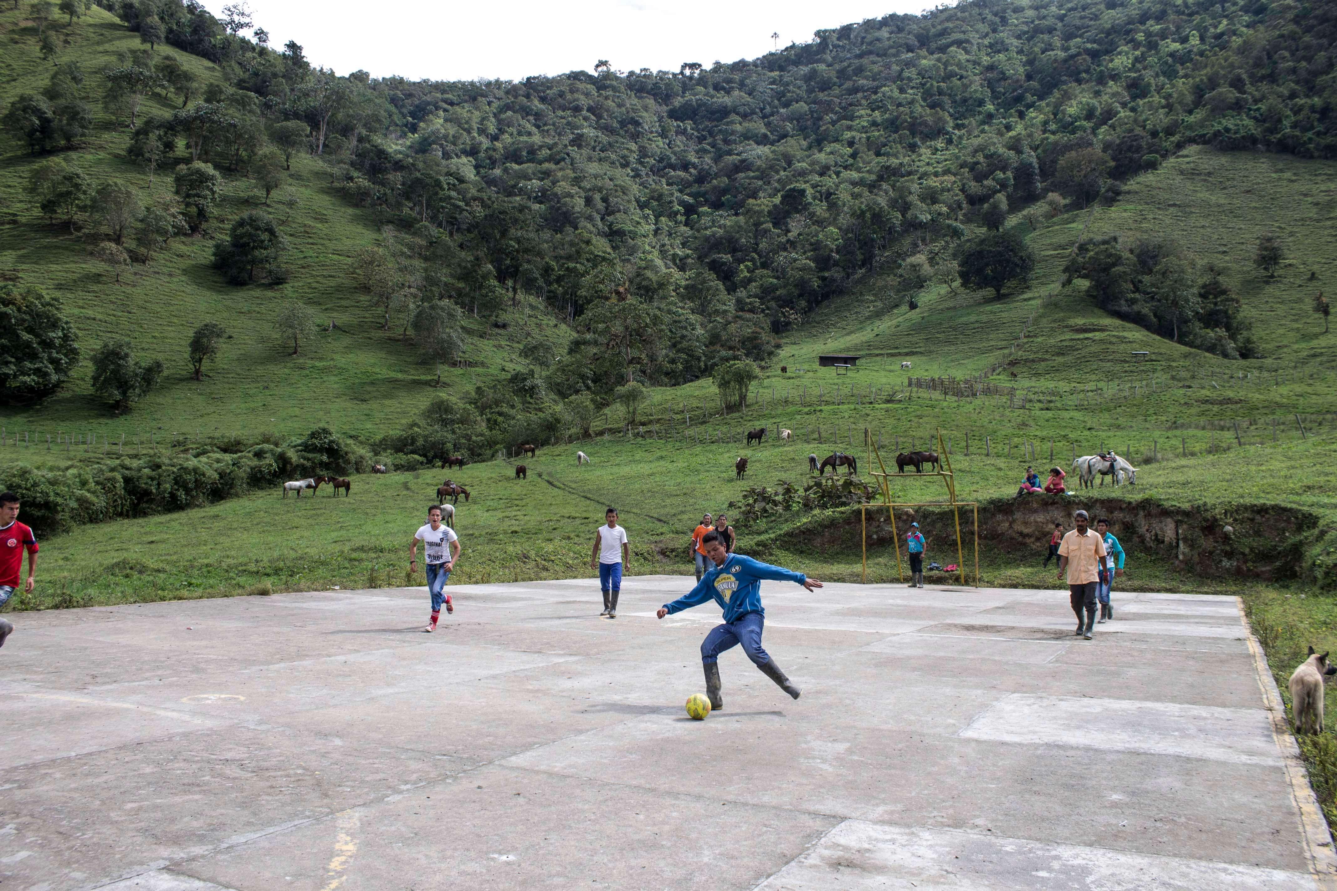 ¿Una Cátedra de la Paz sobre fútbol?