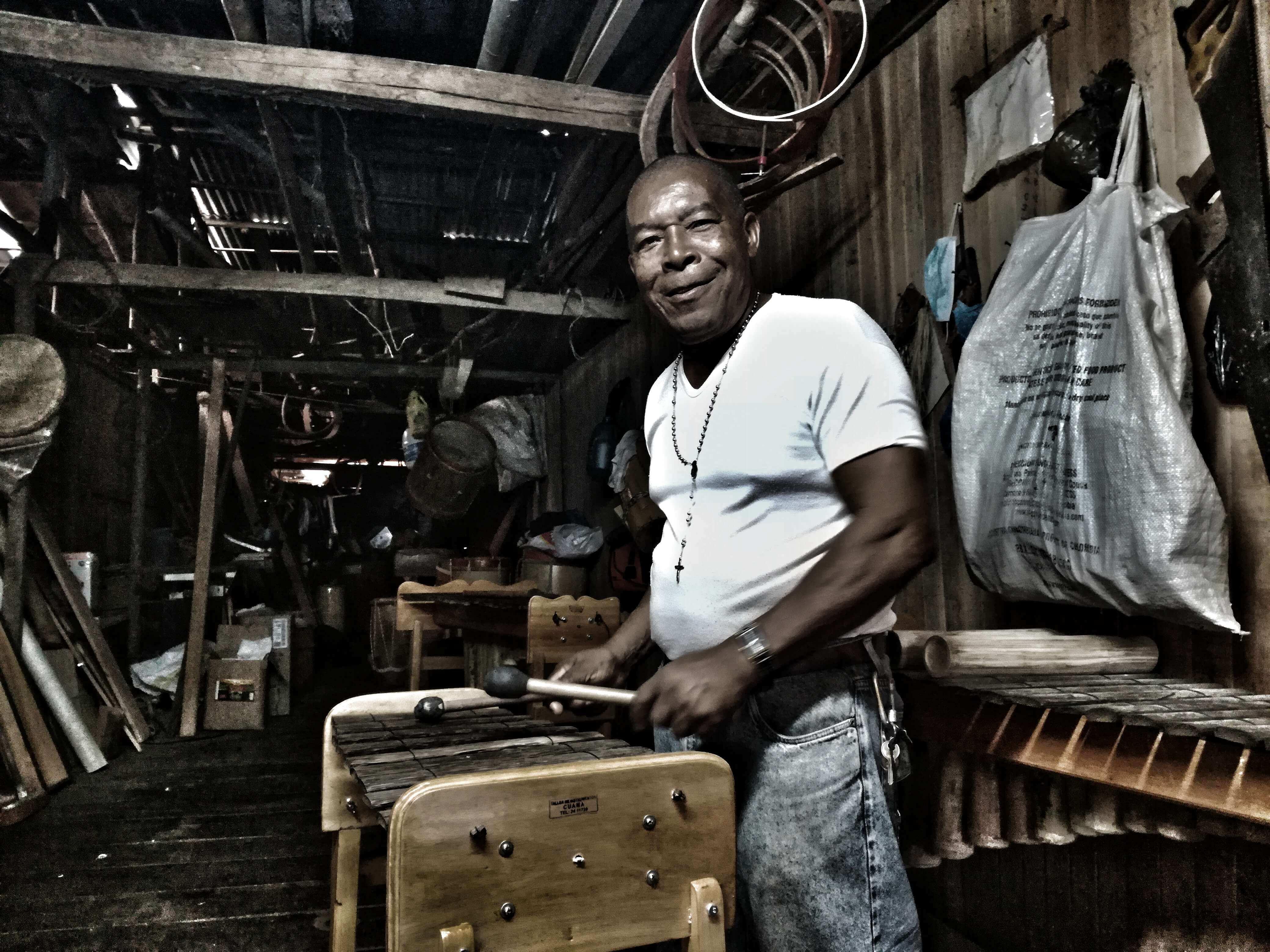 Marimbas y tambores en un lugar de armas: esta es la resistencia de Baudilio Cuama