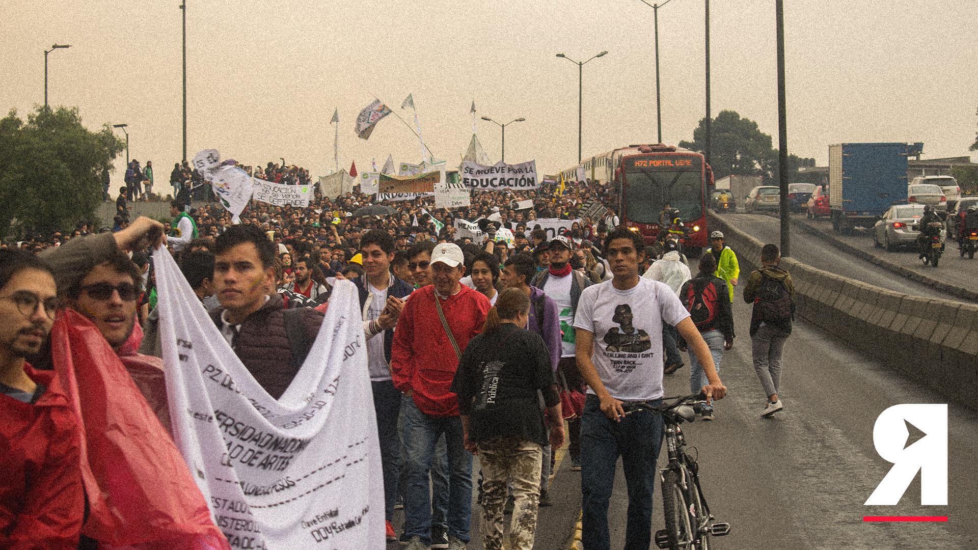 """""""¡No se gasten la plata de educación en armas!"""": crónica de la movilización estudiantil"""