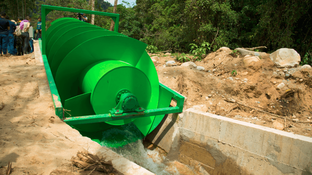 Exguerrilleros de las Farc construyeron el único hidrotornillo de América Latina
