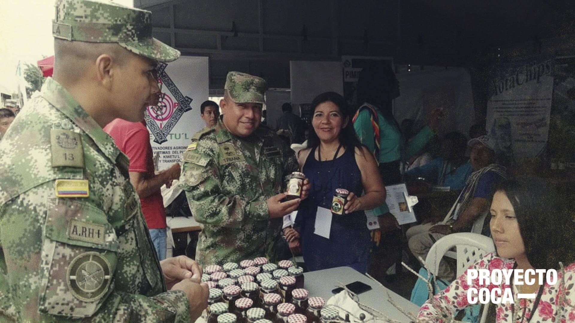 El Ejército le da una mano a los excocaleros con el comercio de sus productos