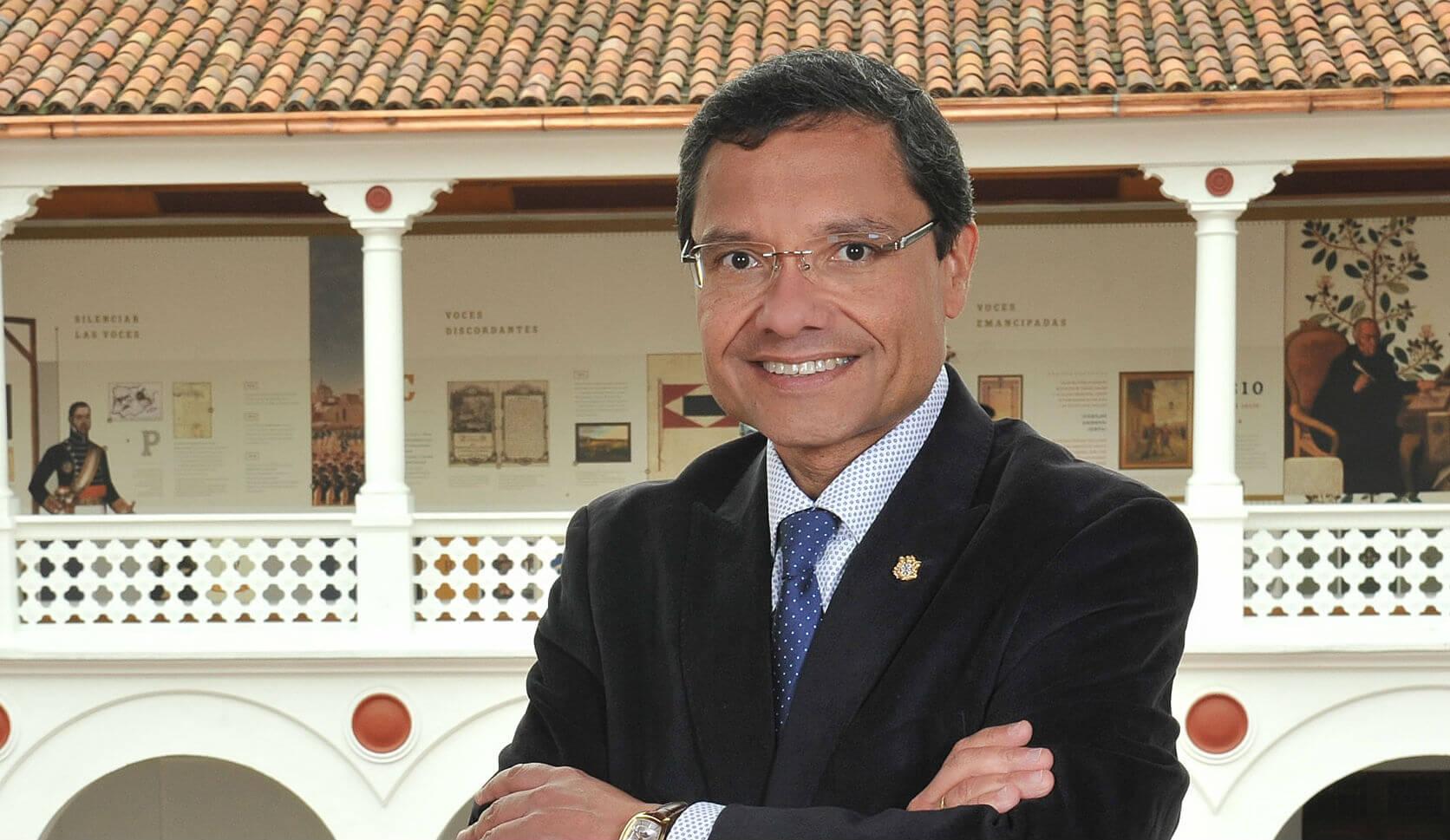 La Universidad del Rosario echó a Vicente Torrijos tras el escándalo por sus títulos