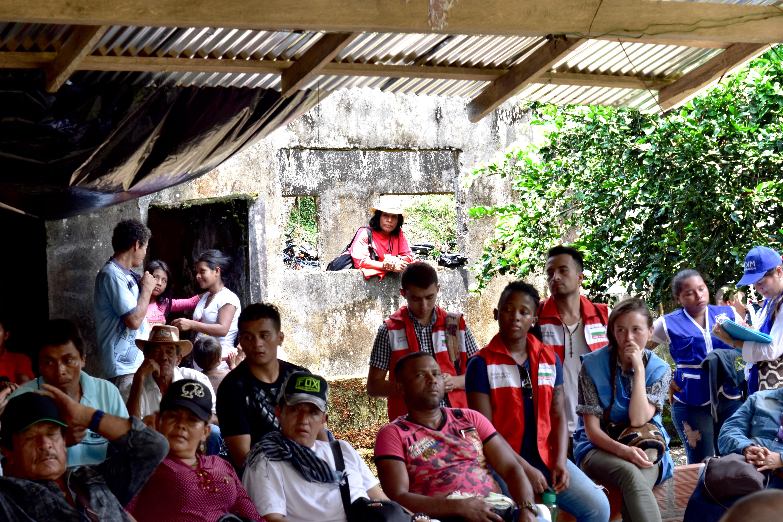 'Se nos está yendo la paz': campesinos de Antioquia