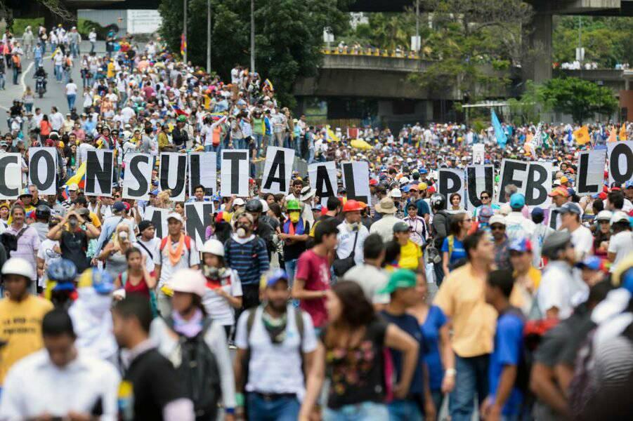 Parece que al uribismo solo le gustan las protestas en Venezuela