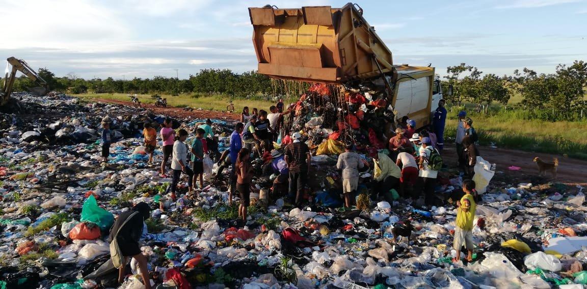 ¿Por qué los indígenas de Puerto Carreño están buscando comida en la basura?