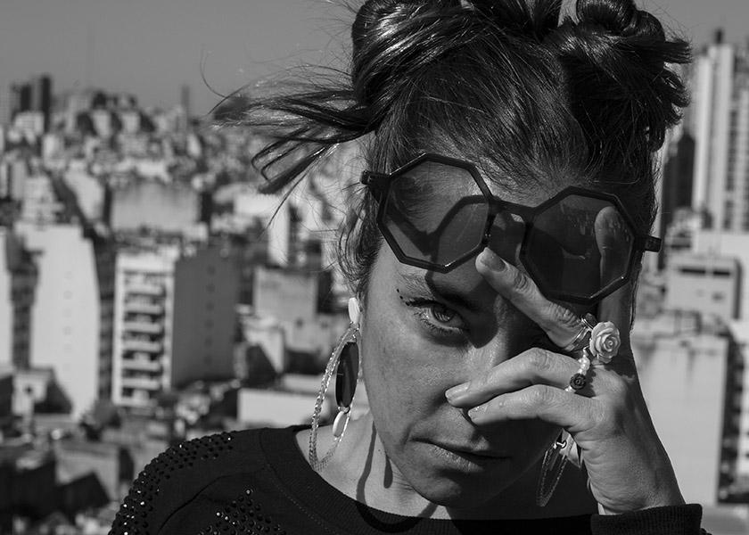 Sara Hebe: la mujer que se rebela ante la crisis de América Latina con hip-hop