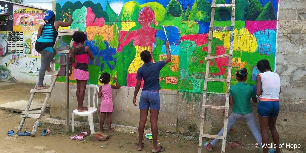 'Cuando hablo de mi dolor empiezo a sanar': así construyen murales de paz en Montes de María