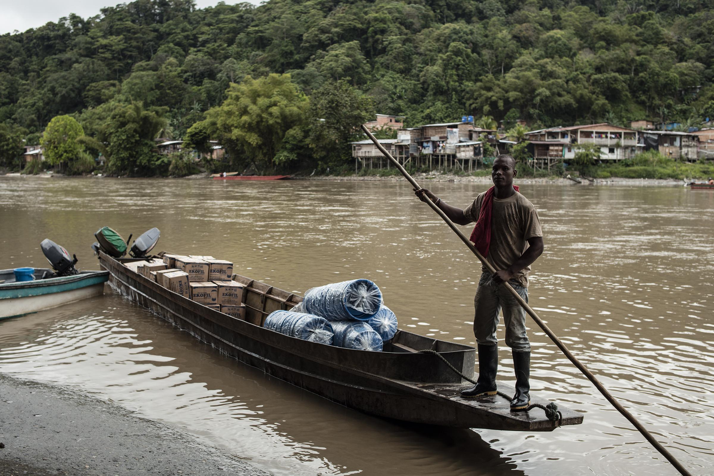 """""""¡No Hay Agua!"""": la exposición de fotografía que distribuye agua potable en Chocó"""