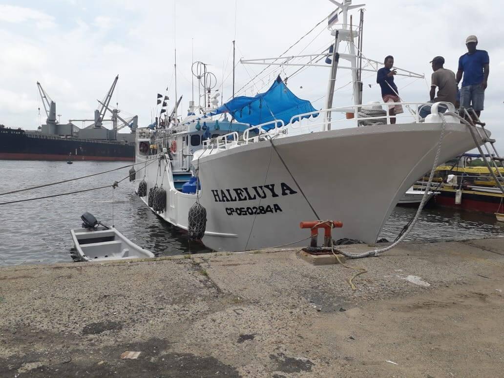 La periodista Olga Cecilia Guerrero publicó en noviembre pasado un reportaje sobre 8 toneladas de aleta de tiburón que están almacenadas en Cartagena. Fotografía Red Prensa Verde.
